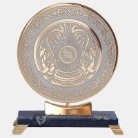 Медаль на каменной подставке